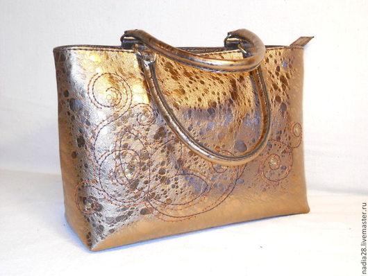 Женские сумки ручной работы. Ярмарка Мастеров - ручная работа. Купить Красивая большая золотая сумка из кожи с ручной вышивкой. Handmade.