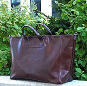 Большая коричневая дорожная сумка