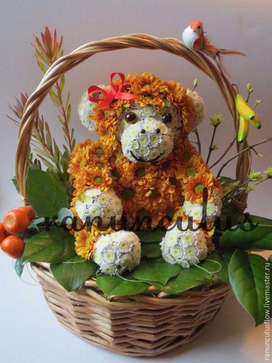 Букеты ручной работы. Ярмарка Мастеров - ручная работа. Купить Обезьяна из живых цветов. Handmade. Оранжевый, игрушки из цветов, обезьянка