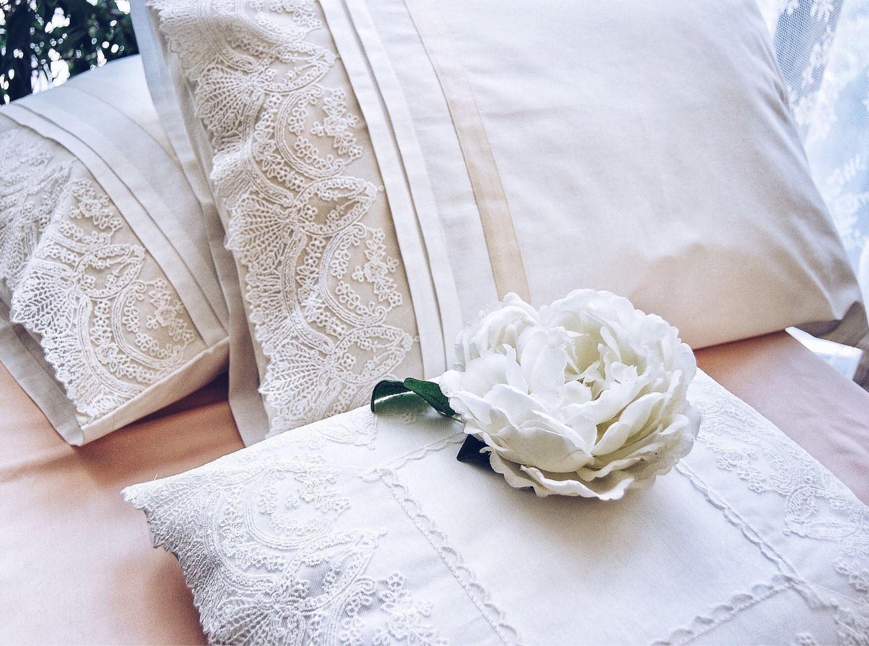 Подарок на свадьбу. Постельное белье из  молочного сатина с кружевом, Подарки, Самара,  Фото №1
