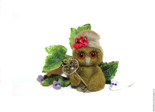 Игрушки животные, ручной работы. Ярмарка Мастеров - ручная работа. Купить Сова с ключом от нового дупла и много маленьких мышей. Handmade.