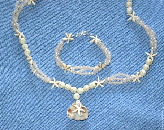 Белоснежное Колье и браслет `В пене морской` станут добрыми спутниками во время морского путешествия
