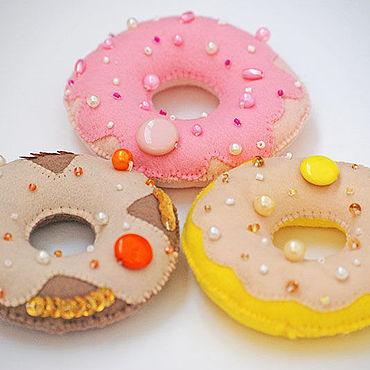 Куклы и игрушки ручной работы. Ярмарка Мастеров - ручная работа Игрушки: пончики из фетра. Handmade.