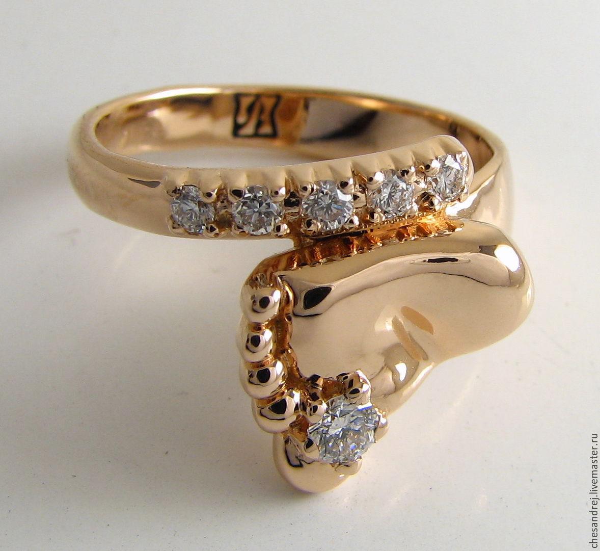 Золотое кольцо на рождение ребенка ножка фото