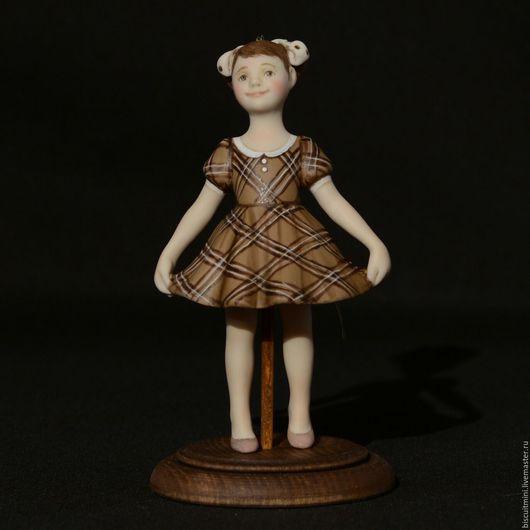 Коллекционные куклы ручной работы. Ярмарка Мастеров - ручная работа. Купить Фарфоровая кукла-колокольчик Вика. Handmade. Коричневый, подарок