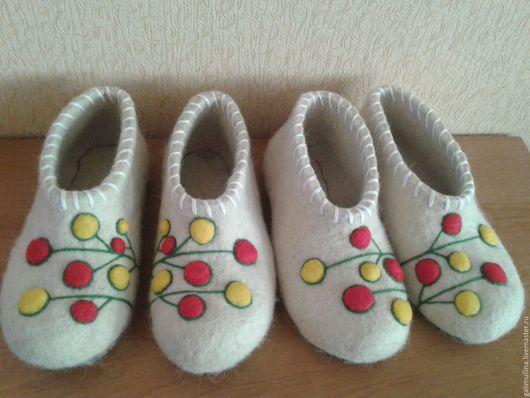 """Обувь ручной работы. Ярмарка Мастеров - ручная работа. Купить тапочки """"Ягоды"""". Handmade. Тапочки, тапочки женские"""