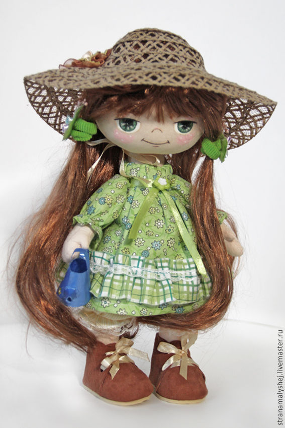 Коллекционные куклы ручной работы. Страна малышей (stranamalyshej). Интерьерная кукла, подружка Незнайки, с синей лейкой ручной работы.