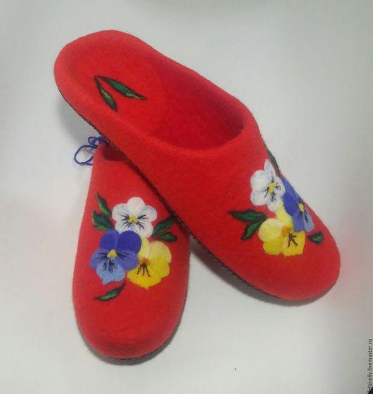 Обувь ручной работы. Ярмарка Мастеров - ручная работа. Купить Анютины глазки. Валяные тапочки.. Handmade. Ярко-красный