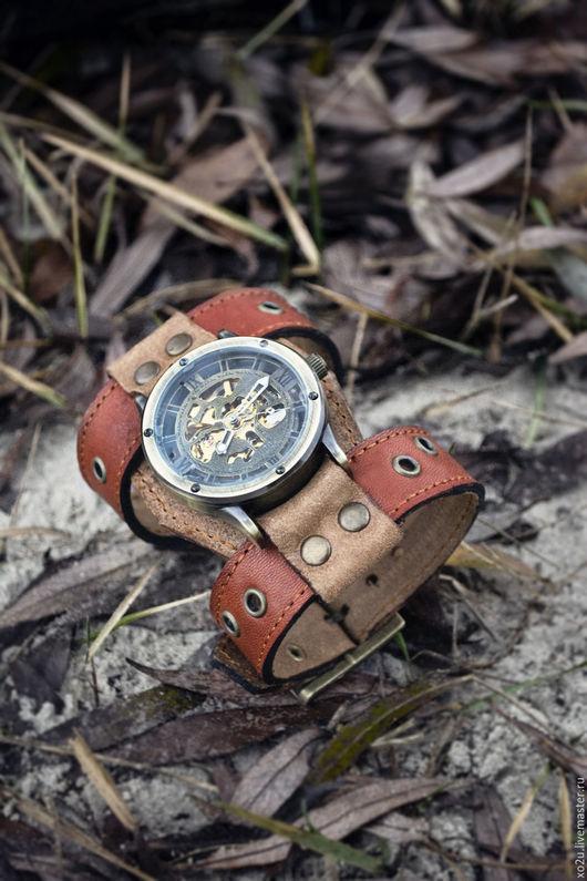 Наручные часы выполненные в стиле Стимпанк на широком браслете из натуральной кожи