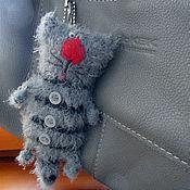 Куклы и игрушки ручной работы. Ярмарка Мастеров - ручная работа Котик-брелок в полосочку. Handmade.
