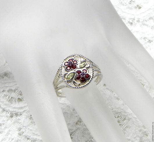 Винтажные украшения. Ярмарка Мастеров - ручная работа. Купить Серебряное кольцо с натуральными камнями,хризолит,аметист,гранат. Handmade.
