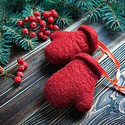 Подарки к праздникам ручной работы. Ярмарка Мастеров - ручная работа Сувенирные варежки - войлочные рукавички. Handmade.