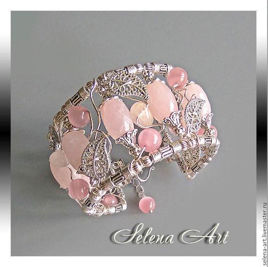 Ажурный, нежный браслет с розовым кварцем.
