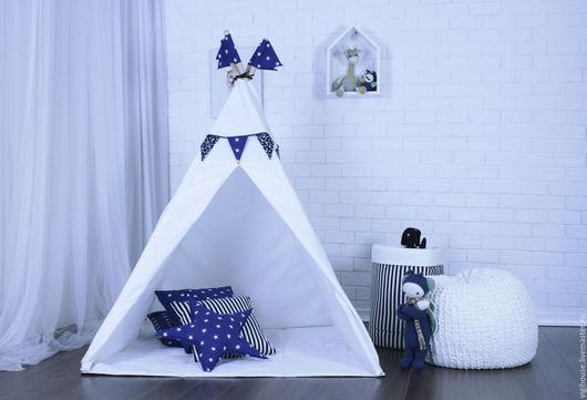 Дополнительно можно приобрести в комплекте с вигвамом: подушки, гирлянду из флажков, коврик, игрушки