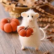 Куклы и игрушки ручной работы. Ярмарка Мастеров - ручная работа Игрушка Мышь с тыквой. Handmade.