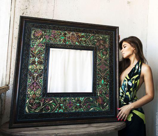 Зеркало декорированное расписной керамической плиткой, оформленное в багет. Размер 90^90 см. Доставка транспортной компанией за счет покупателя