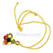 Украшения ручной работы. Ярмарка Мастеров - ручная работа Подвеска с вязаными ягодами на желтом шнуре. Handmade.