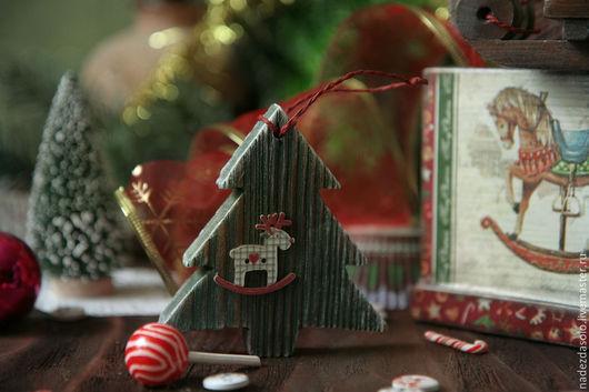 Персональные подарки ручной работы. Ярмарка Мастеров - ручная работа. Купить Короб новогодний с игрушками Я люблю свою лошадку. Декупаж. Handmade.