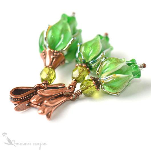 нарядный комплект украшений из стекла, салатовый зеленый, кулон, подвеска, серьги, сережки, цветы, цветочки, бутоны лэмпворк, медь, подарок девушке, женщине, подруге, любимой, сестре, день рождения