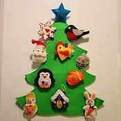 Куклы и игрушки ручной работы. Ярмарка Мастеров - ручная работа Новогодняя елочка с игрушками на липучках. Handmade.