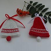 Подарки к праздникам ручной работы. Ярмарка Мастеров - ручная работа Вязаная елочная игрушка Колокольчик с орнаментом. Handmade.