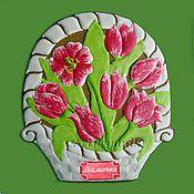 Подарки к праздникам ручной работы. Ярмарка Мастеров - ручная работа Имбирный расписной пряник Корзинка с тюльпанами. Handmade.