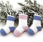"""Подарки к праздникам ручной работы. Ярмарка Мастеров - ручная работа Елочные игрушки, игрушки на елку """"Носочки, игрушки для елки вязаные. Handmade."""
