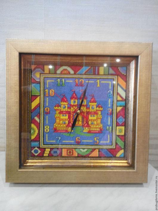 """Часы для дома ручной работы. Ярмарка Мастеров - ручная работа. Купить Часы """"Замок"""", вышивка крестом. Handmade. Комбинированный"""