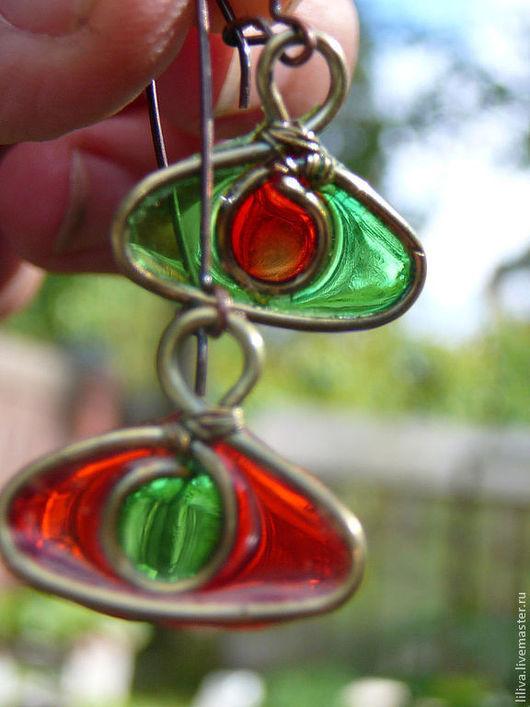 """Серьги ручной работы. Ярмарка Мастеров - ручная работа. Купить Серьги латунные с витражными вставками """"Красный+зеленый"""". Handmade. Ярко-красный"""