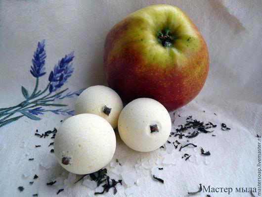 """Бомбы для ванны ручной работы. Ярмарка Мастеров - ручная работа. Купить Бомбочка для ванны с эктрактом зеленого чая """"Чай с яблоками"""".. Handmade."""