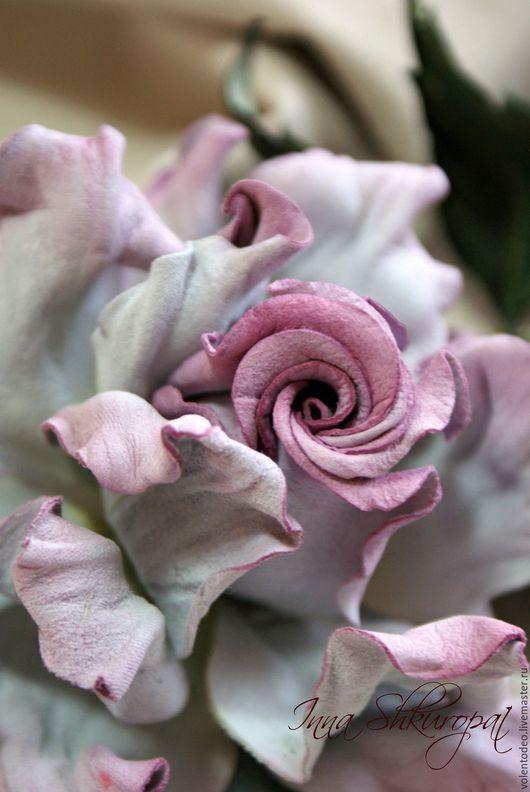 """Броши ручной работы. Ярмарка Мастеров - ручная работа. Купить Украшение из замши """" Маршмеллоу"""". Handmade. Роза ручной работы"""