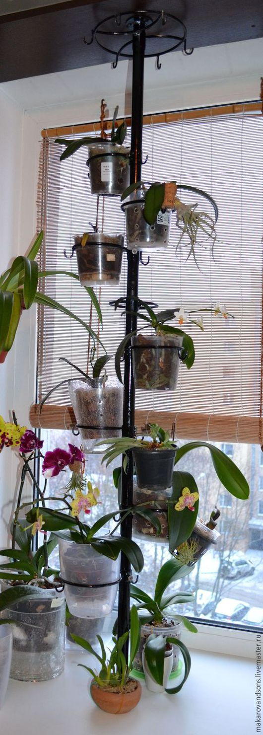 Подставка-распорка для цветов на подоконник