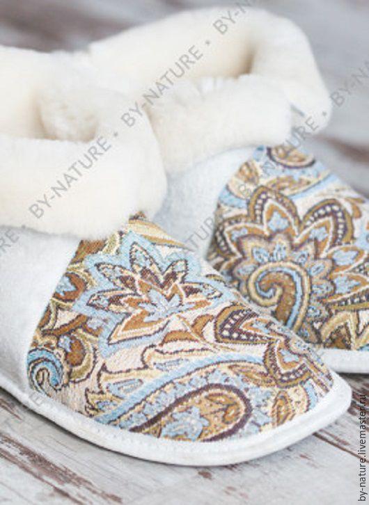 """Обувь ручной работы. Ярмарка Мастеров - ручная работа. Купить Чуни из овчины """"Огурцы"""" белые. Handmade. Овчина, для дома, Гобелен"""