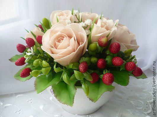 Букеты ручной работы. Ярмарка Мастеров - ручная работа. Купить Букет с розами и земляникой - полимерная глина. Handmade. Букет