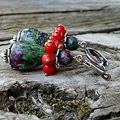 """Украшения ручной работы. Ярмарка Мастеров - ручная работа Серьги """"Зеленые ягоды"""" с кораллом и циозитом. Handmade."""