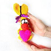 Куклы и игрушки ручной работы. Ярмарка Мастеров - ручная работа Влюбленный зайка.Вязаная крючком игрушка. Заяц. Handmade.