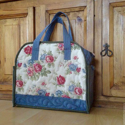 Женские сумки ручной работы. Ярмарка Мастеров - ручная работа. Купить Лоскутная стеганая дорожная сумка Country roses. Handmade.