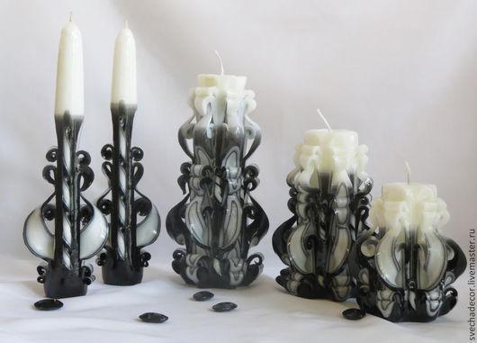 Резные свечи  интерьерные  ручной работы `Черно-белые`, предназначены для использования в интерьере  черно-белой гамме.  Оригинальные, интригующие, завораживающие.   Большая свеча   высота 20 см, вес 500 гр - 500 р средняя свеча   высота 18 см, вес 400 гр- 400 р малая свеча высота 10 см, вес 300 гр- 300 р свечи тонкие  высота 24 см, - 250 р