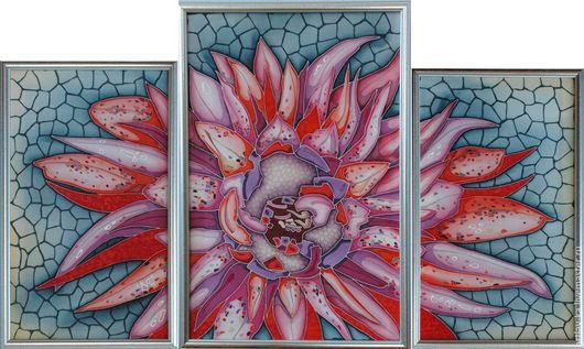 Картина триптих `Цветы`. Техника холодный батик. Автор Агафонова И.В.. Центральное полотно 46 х 62 см. Боковые полотна 32 х 52 см.