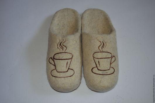"""Обувь ручной работы. Ярмарка Мастеров - ручная работа. Купить Валяные тапочки """" Ароматное кофе"""". Handmade. Белый, подарок"""