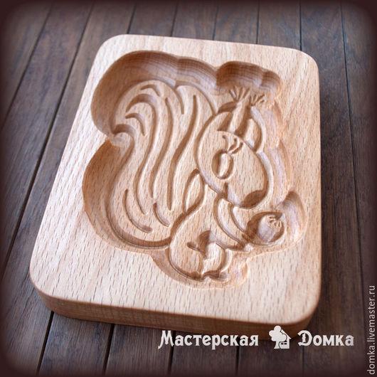 Форма для печатных пряников Белочка, деревянная