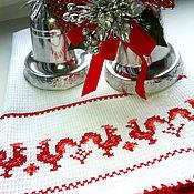 Подарки к праздникам ручной работы. Ярмарка Мастеров - ручная работа Полотенце вышитое петухами. Handmade.