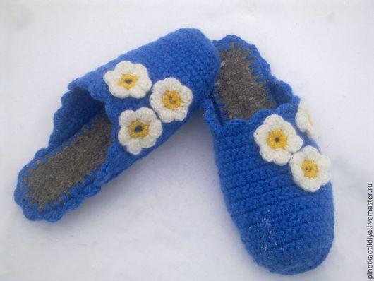 """Обувь ручной работы. Ярмарка Мастеров - ручная работа. Купить Вязаные тапочки """"Раз ромашка,два ромашка..."""". Handmade."""