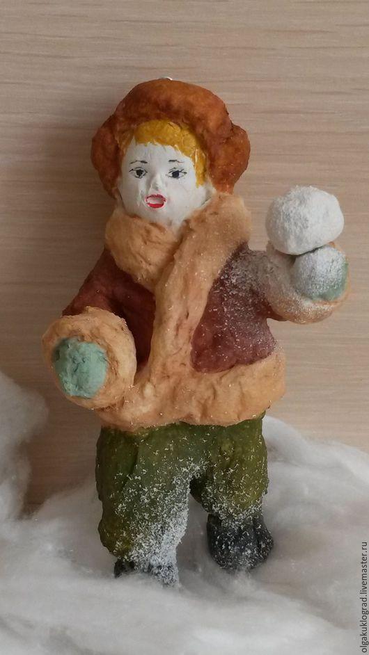 Персональные подарки ручной работы. Ярмарка Мастеров - ручная работа. Купить Ватная ёлочная игрушка Мальчик играет в снежки. Handmade.