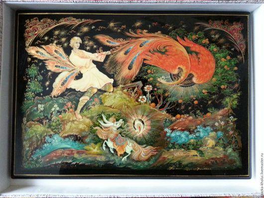 Поверх живописи пластина расписана сусальным золотом и отпалирована.