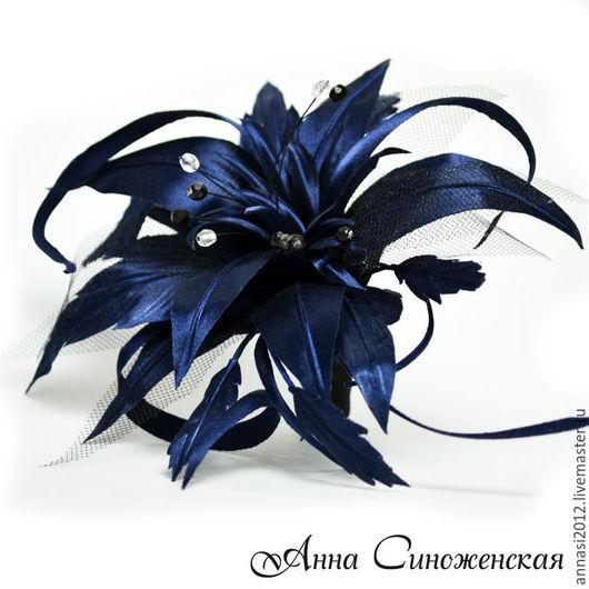 Брошь `Лилия стилизованная`