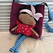 Куклы и игрушки ручной работы. Ярмарка Мастеров - ручная работа Сумочка с куклой. Handmade.