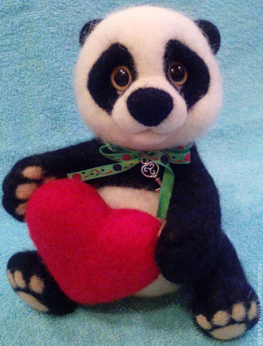 Игрушки животные, ручной работы. Ярмарка Мастеров - ручная работа. Купить Любвеобильная панда. Handmade. Чёрно-белый, панда из шерсти