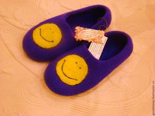 """Обувь ручной работы. Ярмарка Мастеров - ручная работа. Купить Тапки валяные """" Улыбка"""". Handmade. Смайлик, тапочки из войлока"""