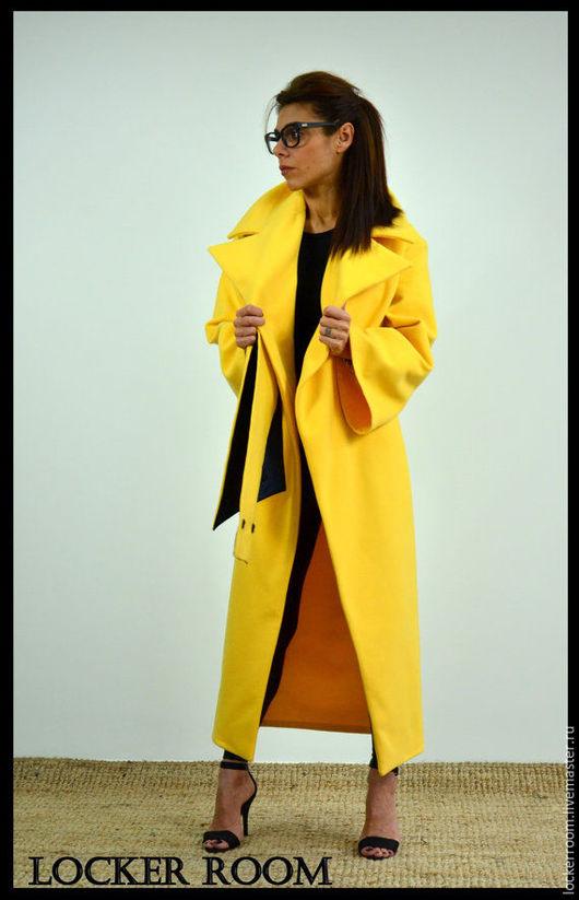 Стильное экстравагантное длинное пальто. Пальто с поясом и широкими рукавами. Модель теплая , в ткани присутствует шерсть и кашемир.